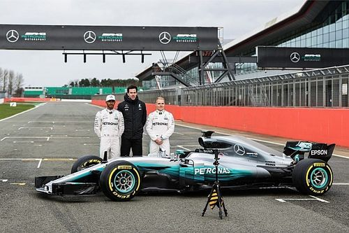 """Mercedes'in 2017 F1 aracı W08 """"resmen"""" tanıtıldı"""