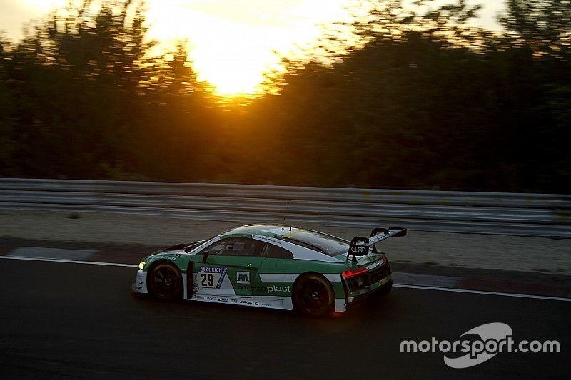 Nurburgring 24h: Audi still in control, BMW closes in