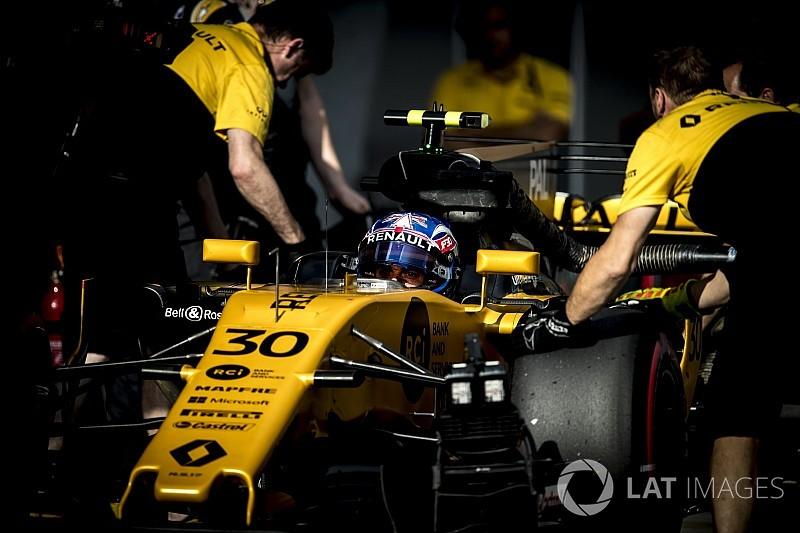В Renault связали проблемы надежности с массовым набором персонала