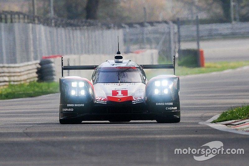 """Porsche à Silverstone avec son kit """"Le Mans"""""""
