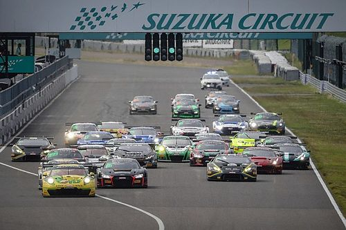 Suzuka Blancpain: Patel retires from lead with blown tyre