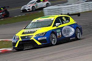 Nürburgring, Gara 2: Buri combatte e trionfa, Files recupera ed è terzo