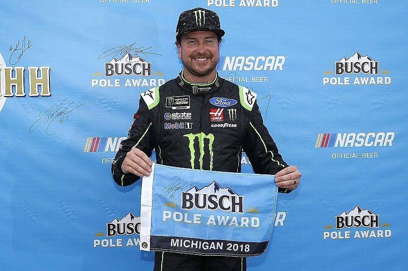 Kurt Busch si prende la pole position in Michigan davanti a Keselowki