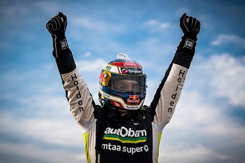 Tasmania Supercars: Lowndes wins first race in 623 days