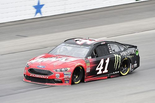 Kurt Busch centra la pole in Texas in una Qualifica ridotta