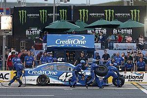 Как проходят самые отчаянные пит-стопы NASCAR: видео