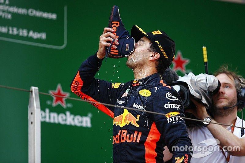 """Verschärfte Regeln auf dem Podium: FIA verbietet Daniel Ricciardo den """"Shoey"""""""