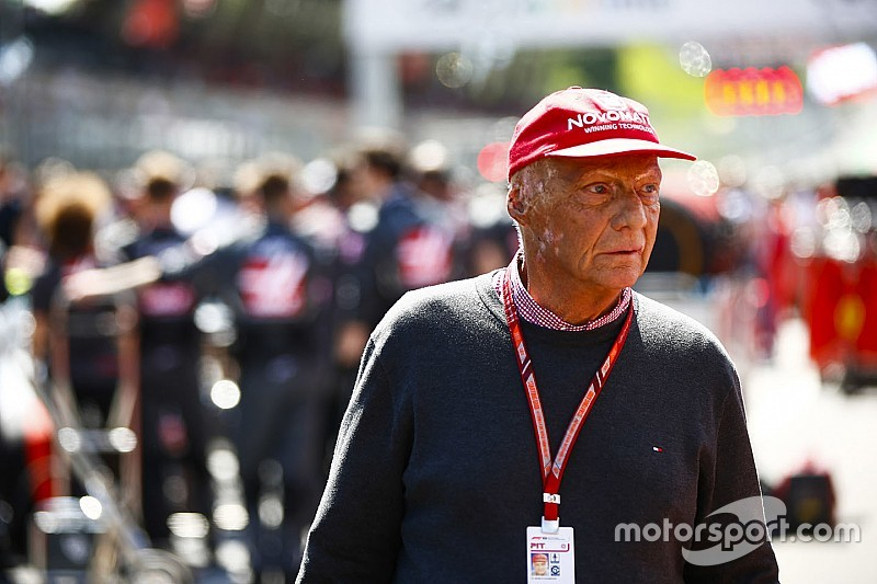 "Lauda baalt van Ferrari: ""Anders had Hamilton gewonnen"""