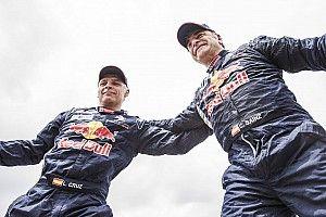 Sainz: Peugeot ile Dakar'ı kazanamamak kötü olacaktı