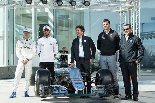 Fotogallery: Hamilton e Bottas inaugurano il technology centre Petronas