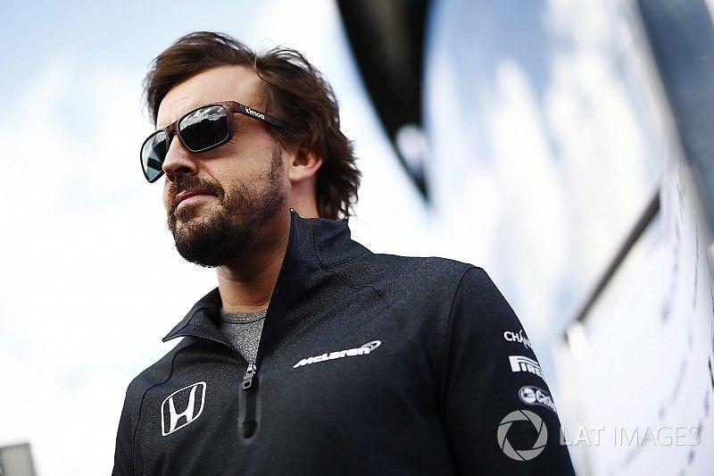 """De """"très bonnes"""" chances pour qu'Alonso reste en F1 selon McLaren"""