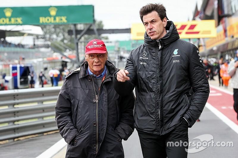 "Wolff brengt eerbetoon aan Lauda: ""Onvervangbare held"""
