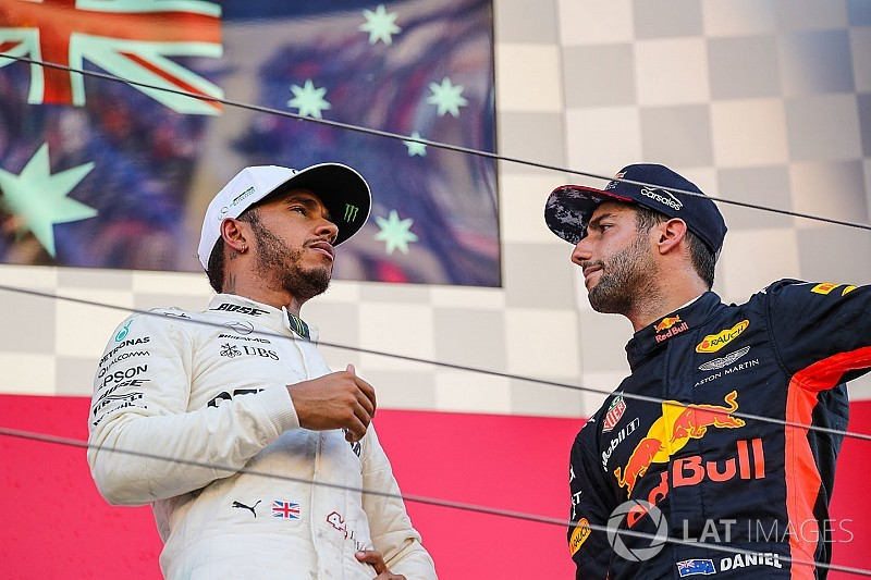 Hamilton: Ricciardo lacks top options for 2019