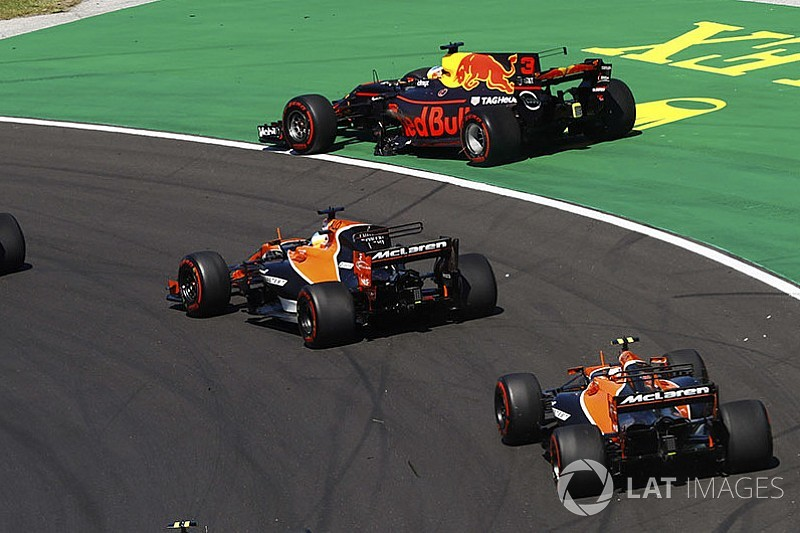 """Ricciardo considera que el movimiento de Verstappen fue """"inmaduro"""""""