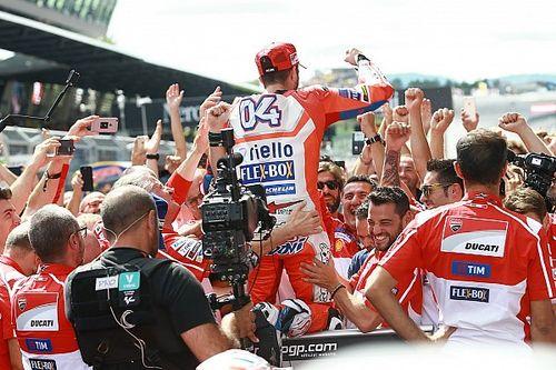 """Dovizioso: """"Hay curvas en las que no puedes adelantar pero Márquez lo intenta"""""""