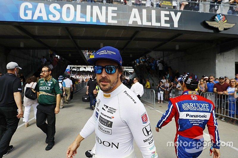 ألونسو لا يستبعد الانتقال بشكلٍ كامل إلى سباقات الإندي كار في المستقبل
