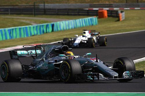 """Magnussen klaagt over Hamilton: """"Hij rijdt altijd in de weg"""""""