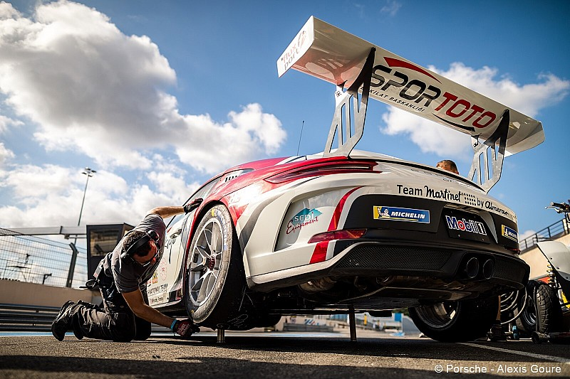 Porsche Carrera Cup Fransa: Ayhancan pole pozisyonunda!