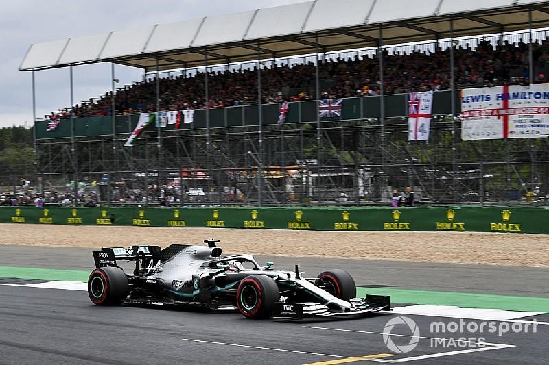 """Hamilton bedankt team voor winst: """"Was nooit gelukt zonder hen"""""""