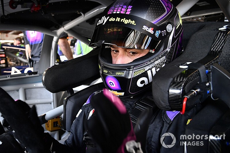 Jimmie Johnson tops incident-marred practice; Hamlin wrecks