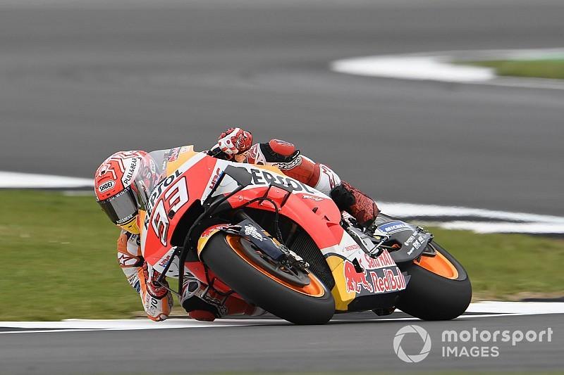 Márquez supera Rossi e conquista a pole na etapa da Grã-Bretanha
