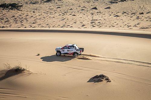 Látványos képeken Alonso sivatagi tesztje Namíbiából