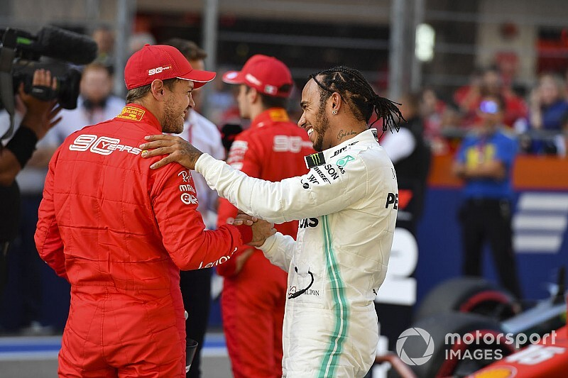 Hamilton nem kérne a Ferrari filozófiájából