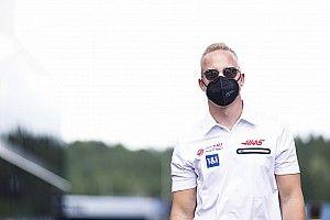 """Mazepin Ralf Schumacher kritikájáról: """"A vélemény olyan, mint a s*gglyuk…"""""""