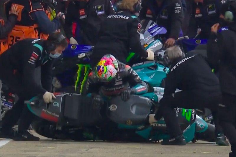 Morbidelli s'est tordu le genou dans un incident étonnant