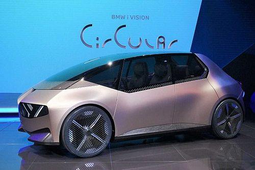 Újrahasznosított anyagokból készült kisautóval képzeli el a jövőt a BMW