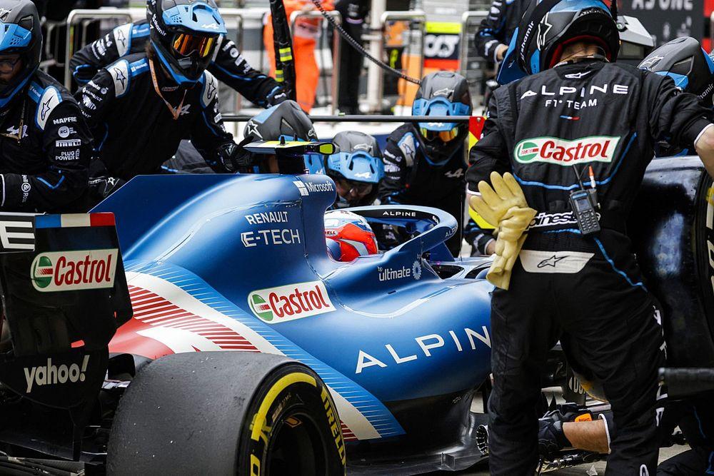 Ocon no entiende el diferente ritmo entre su F1 y el de Alonso