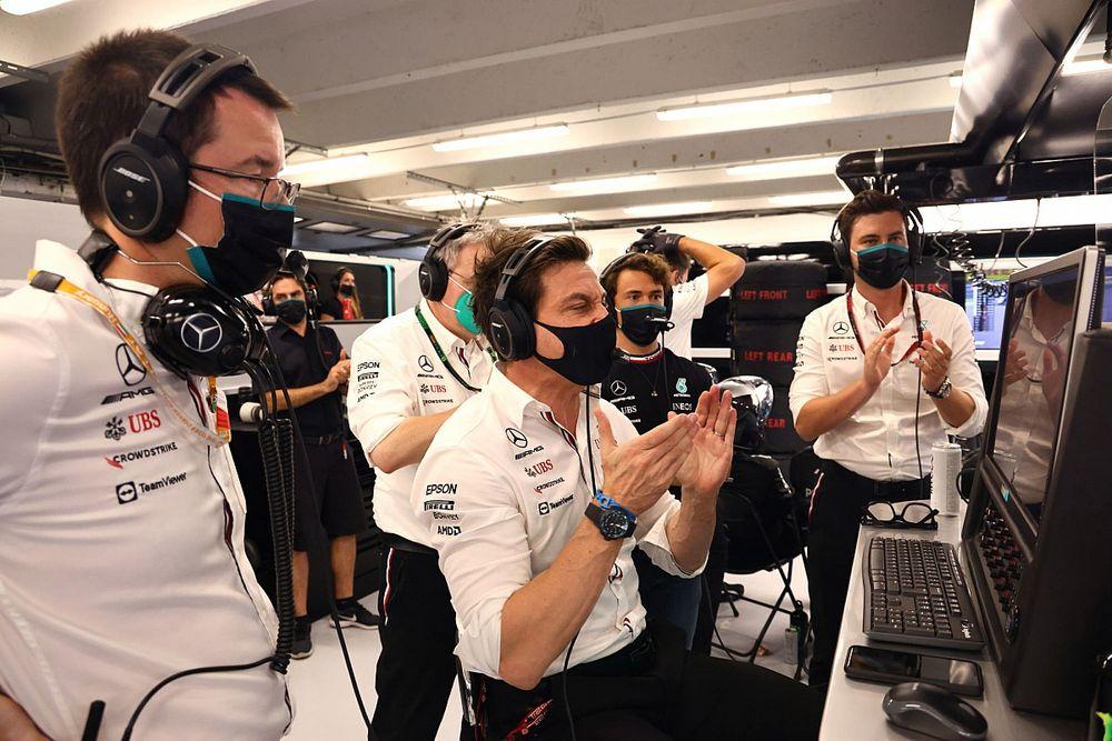 Wolff a Red Bullnak címezve: Nem érdekelnek a zavaró hangok