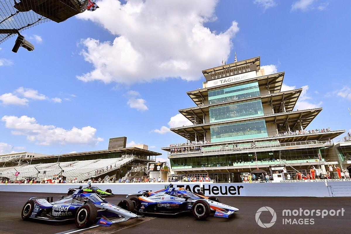"""Indy 500 galibi Sato: """"Yakıtım bitmek üzereydi!"""""""