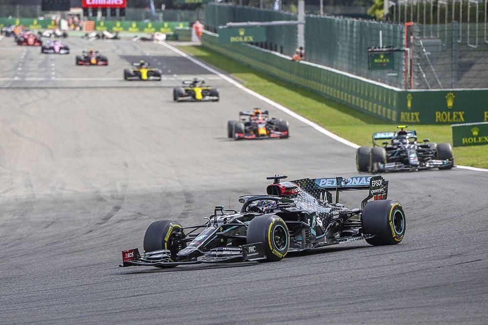 """Hamilton critica corridas chatas e cobra mudanças da F1: """"Se fosse fã, teria visto a largada e voltado a dormir"""""""