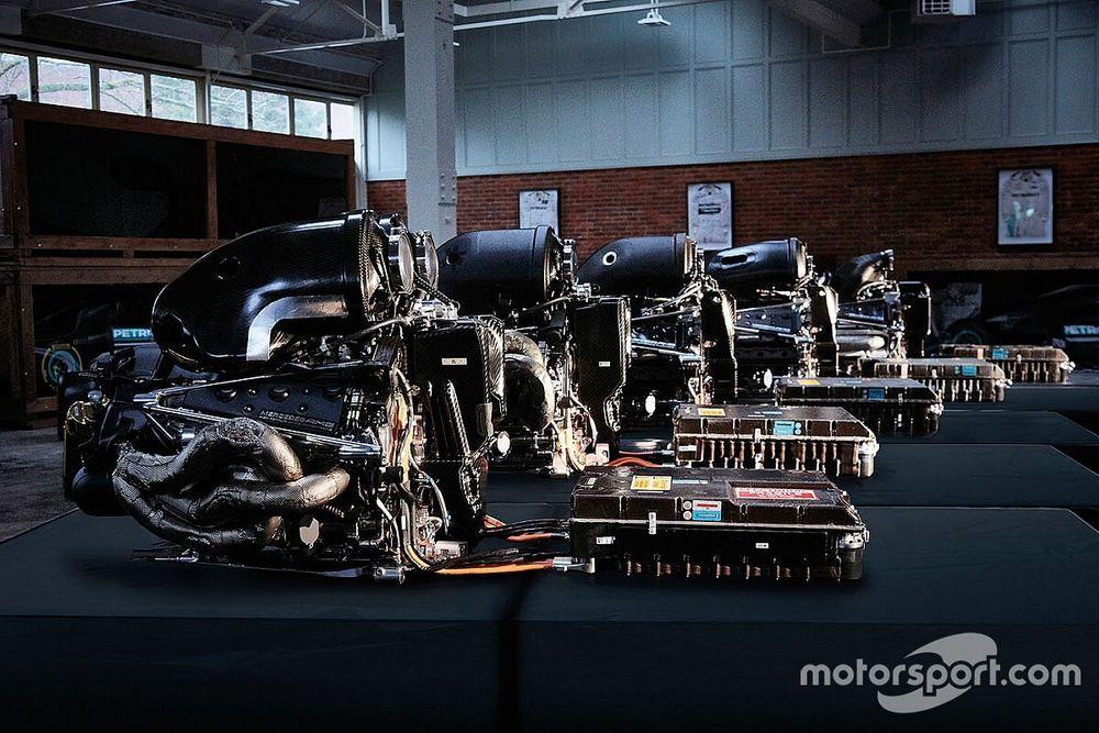 """Mercedes rompe il silenzio: """"Restiamo in Formula 1"""""""