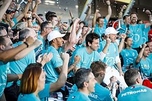 """Brawn looft Mercedes: """"Uitzonderlijke prestatie"""""""