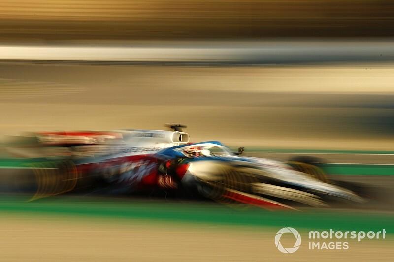 Russellt lenyűgözte a Mercedes rendszere, de nem biztos benne, hogy a Williamsnek kellene