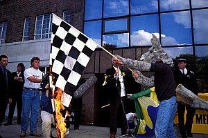 Как экологи протестовали против гонки Формулы 1 в Мельбурне: фотография
