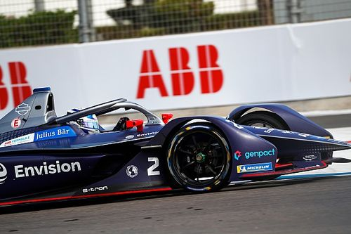Cassidy smashes lap record in Formula E rookie test