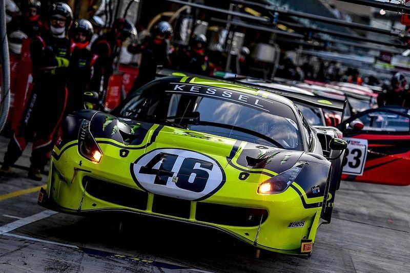 Nos carros, Valentino Rossi vence corrida de endurance em Abu Dhabi