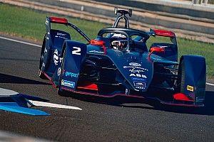Берд стал лучшим на тестах Формулы Е, у Mercedes проблемы