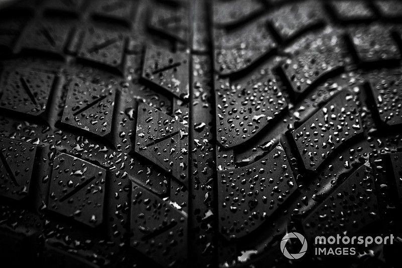 Los pilotos piden más juegos de neumáticos para mejorar el espectáculo en lluvia