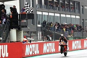 Гонку Moto3 в Валенсии выиграл дебютант