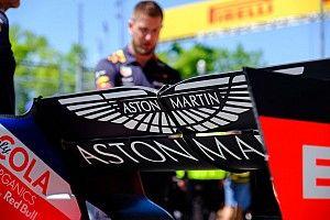 Red Bull поменяла задние крылья на обеих машинах прямо на решетке: в них нашли трещины