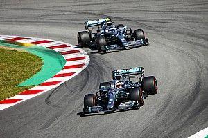Hamilton domineert Grand Prix van Spanje, Verstappen derde