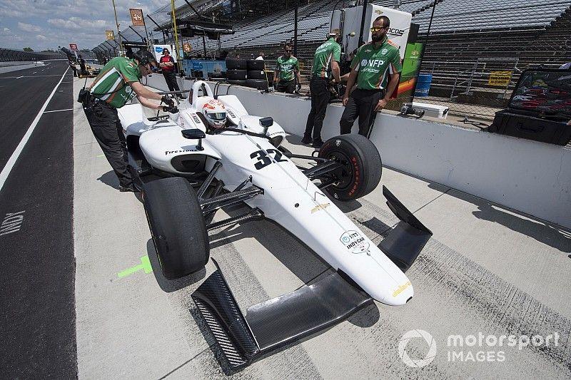 Juncos trabaja arduamente para calificar en Indy 500