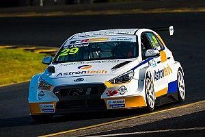 Sydney TCR: Hyundais lead first Australian series practice