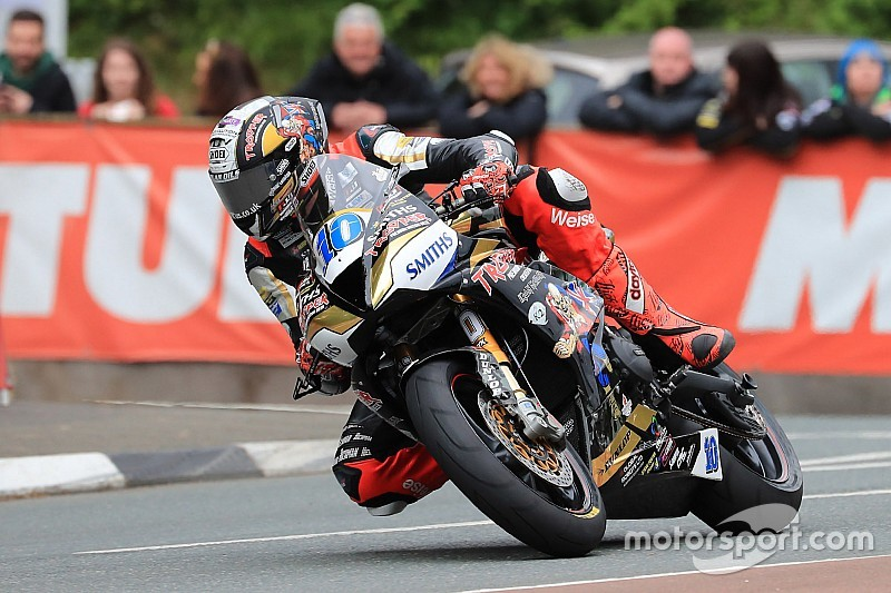 Isle of Man TT: Hickman beats Harrison to Supersport win