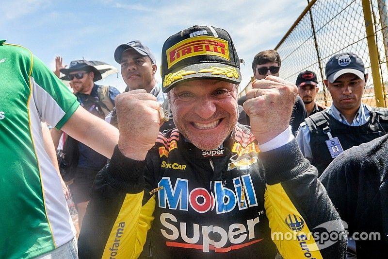 """Rubens Barrichello celebra """"momento de gloria"""" en Carrera del Millón"""