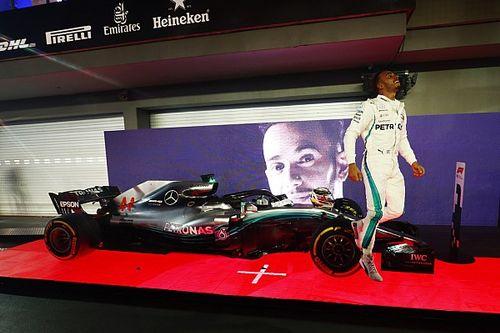 Fotogallery: Lewis Hamilton illumina la notte del Gran Premio di Singapore